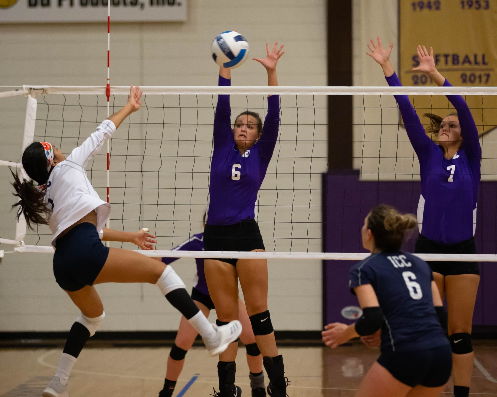 Lady Pirates Drop Five-Set Heartbreaker To Grizzlies