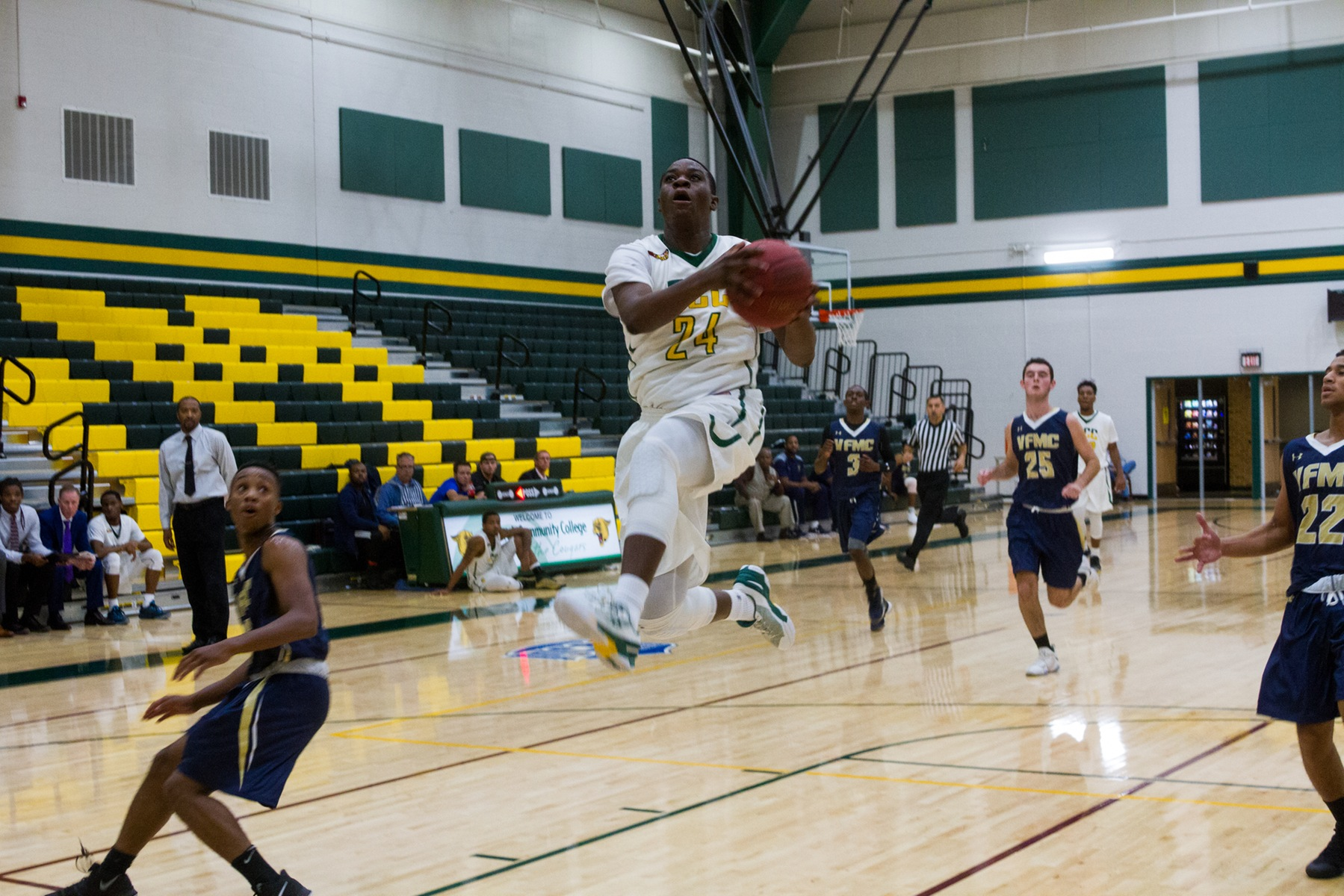 Men's Basketball Outduels Lions, Extends Win Streak to Eight