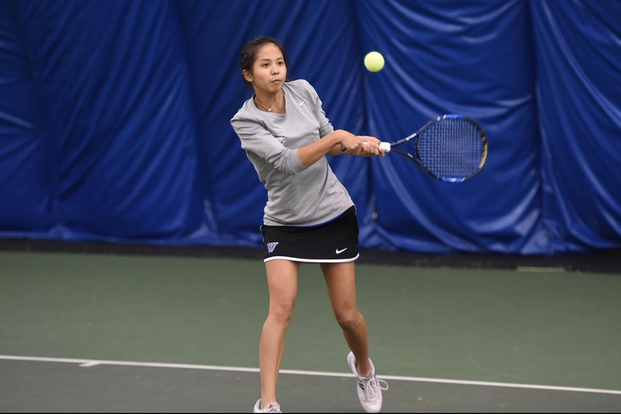 Sophomore Selina Peng earned a 6-2, 6-0 win at No. 2 singles as part of the Blue sweep (Gil Talbot).