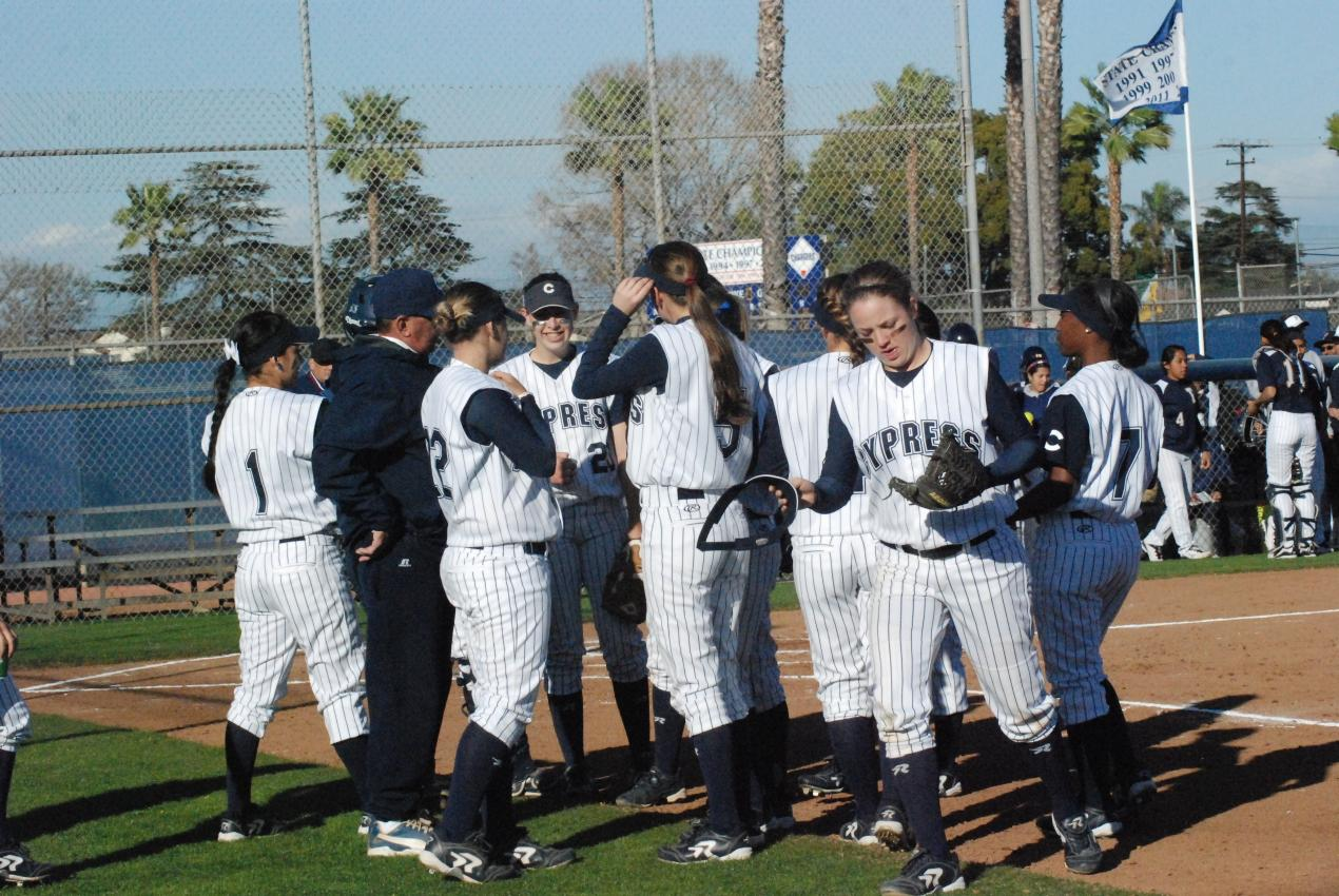 Chargers split 2-2 at Bakersfield Tourney