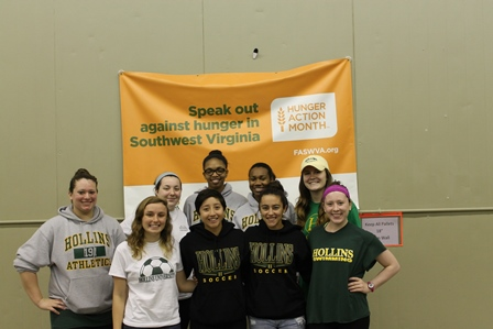Hollins SAAC members working at the local food bank