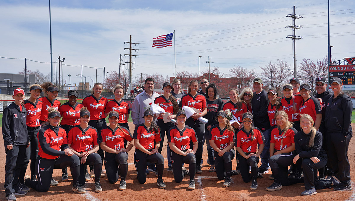 Softball Sweeps Cleveland State on Senior Day, Moves Into First Place