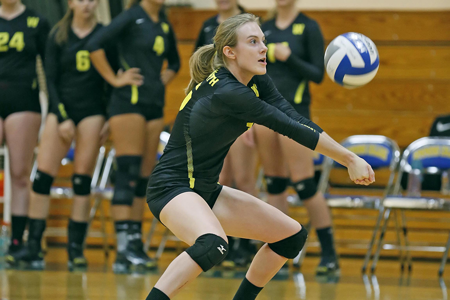 Women's Volleyball Fends Off Curry Rally