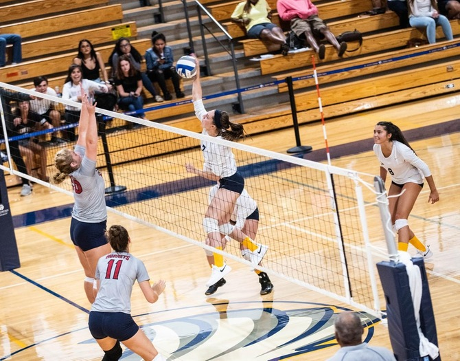 Women's Volleyball Falters in Skyline Finals