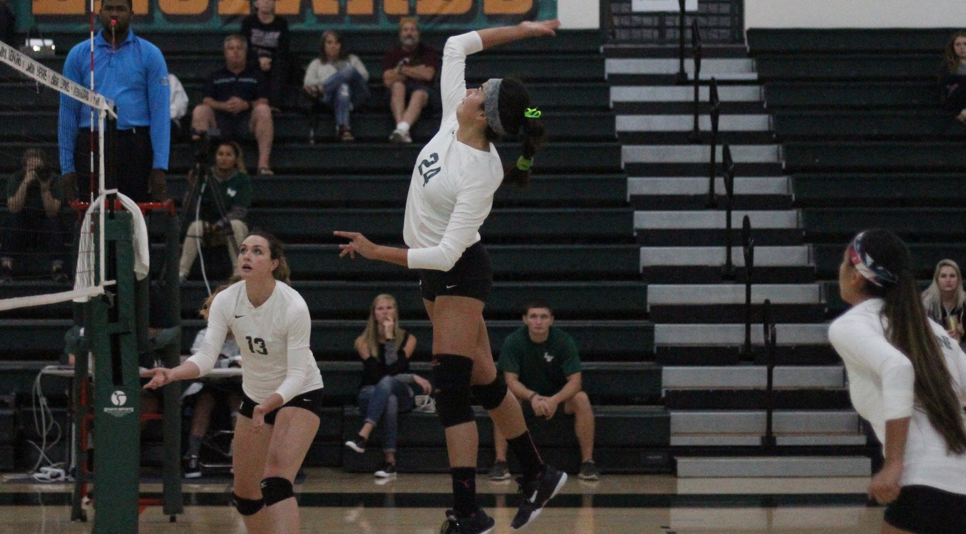 No. 24 Volleyball sweeps Redlands at home