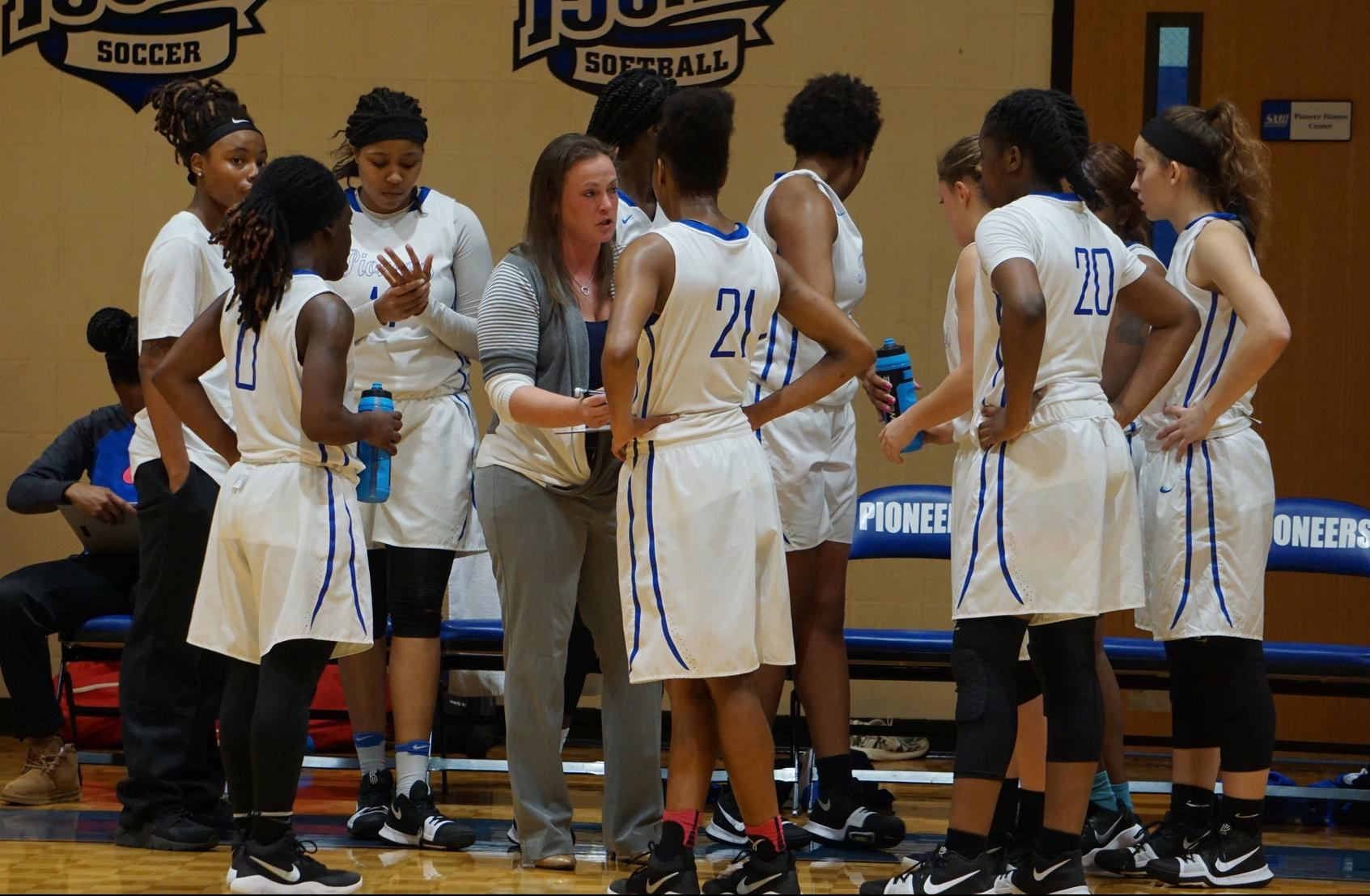 Women's Basketball Heads into Winter Break 7-4 Overall