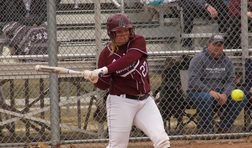Softball Splits with No. 6 Trine in a Doubleheader