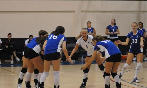 Volleyball Outlasts Curry College, 3-2