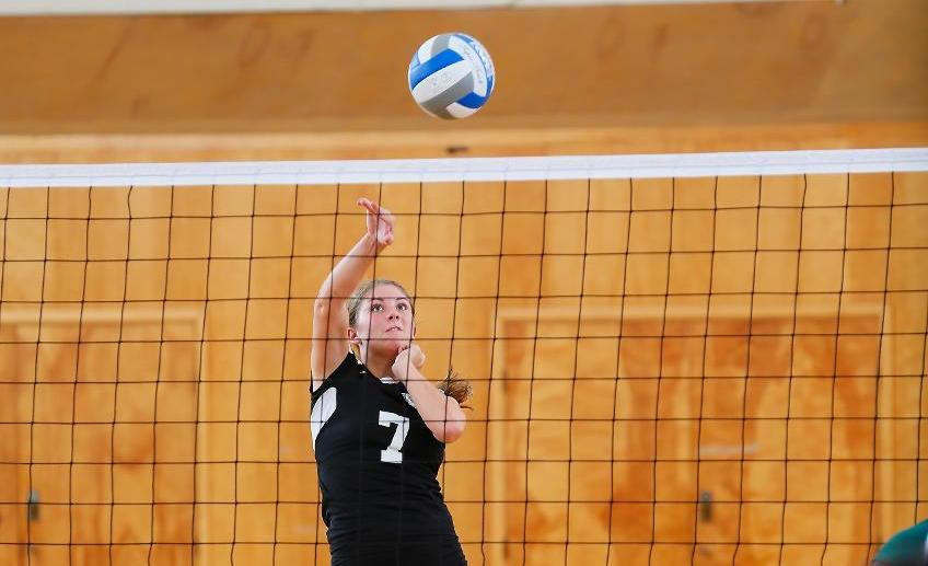 Women's Volleyball Falls in Opening Match at Salve