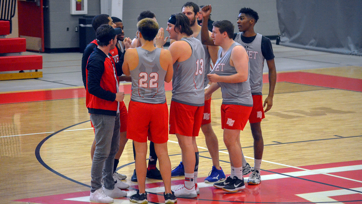 Men's volleyball team swept by Carthage in three sets