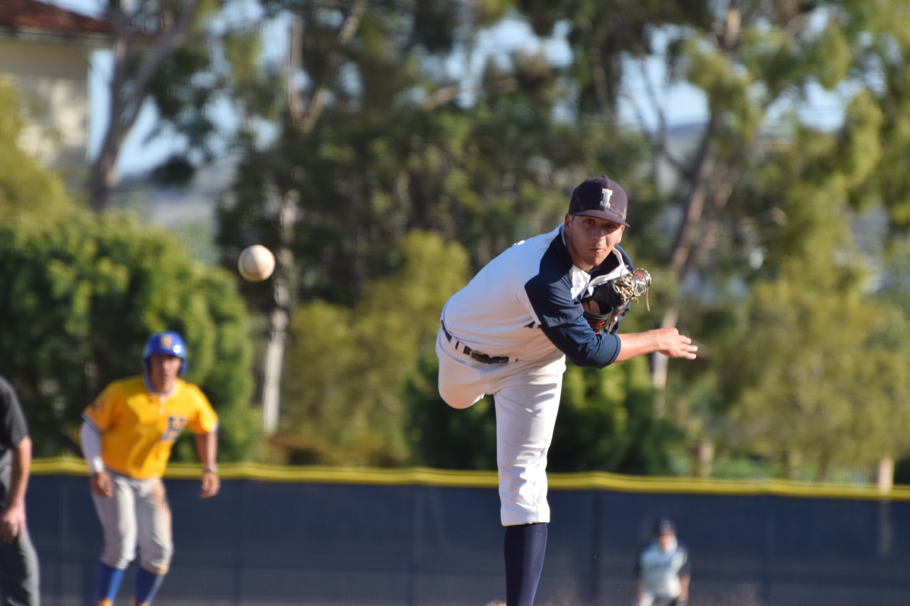 Baseball team falls behind early, drops game to LA Harbor