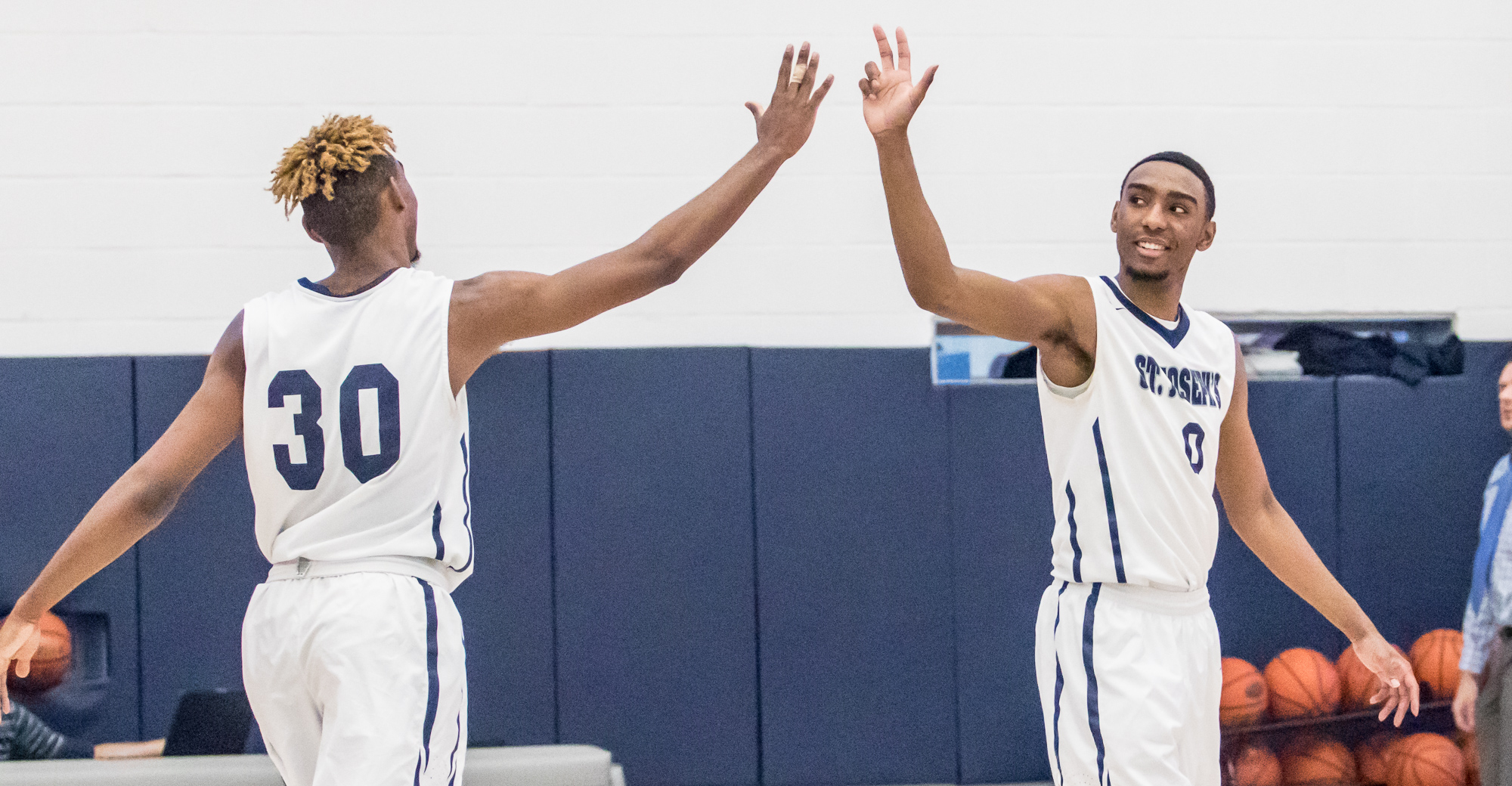 Two Etheart Double-Doubles Give Men's Basketball Victory Against SJC Long Island