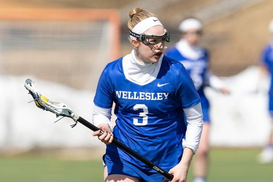 Senior Lena Engbretson set-up three Wellesley goals in the victory (Frank Poulin).