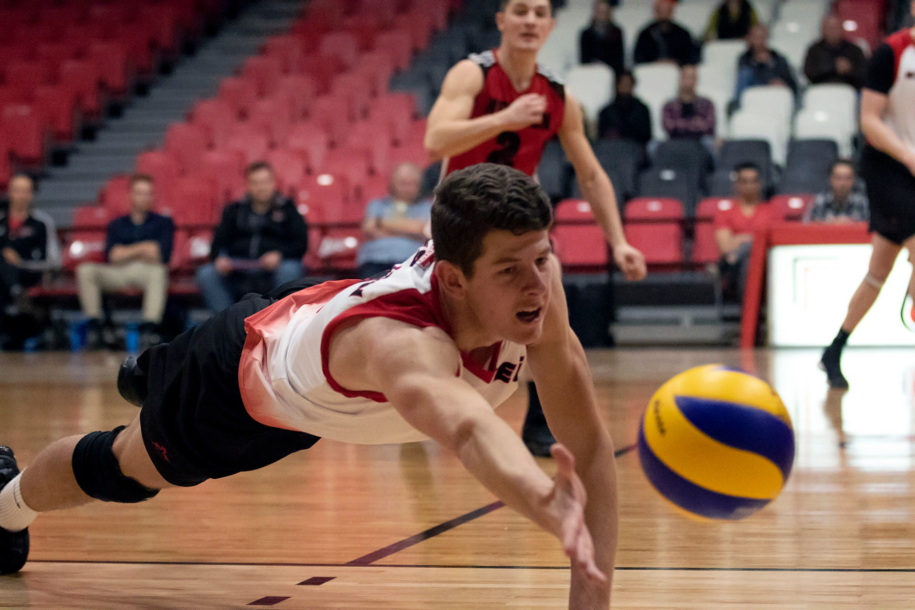 Daniel Thiessen lays out for a scramble ball during the Winnipeg Wesmen's straight-sets win over the UBCO Heat on Saturday, Nov. 3, 2018. (David Larkins/Wesmen Athletics)