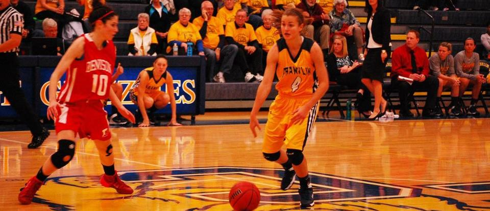 Women's Basketball Picks Up Key Road Win at Manchester 69-58