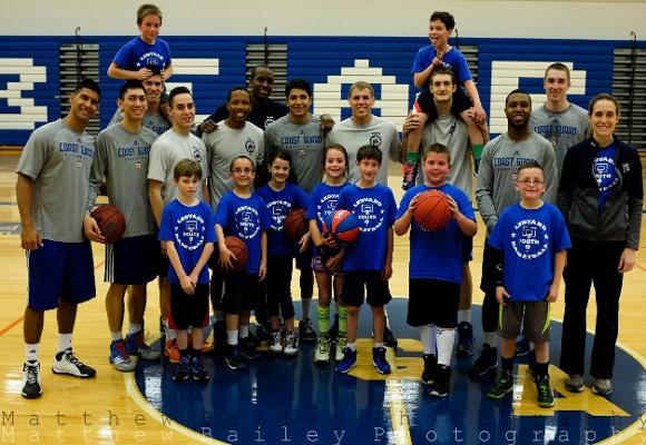 Men's Basketball Team Volunteers With Youth Team