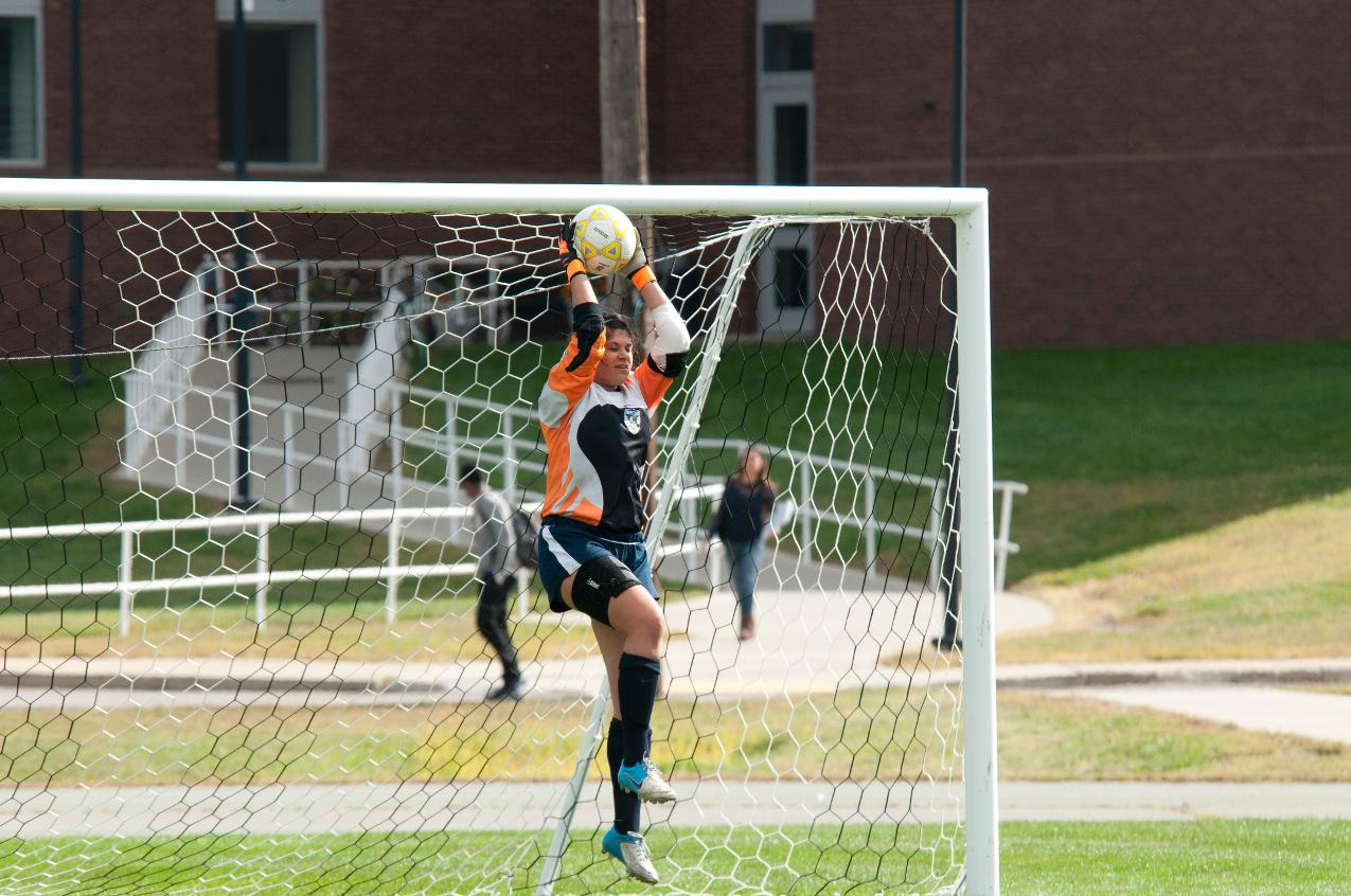 Women's Soccer Plays to 2-2 Tie With Blue Jays