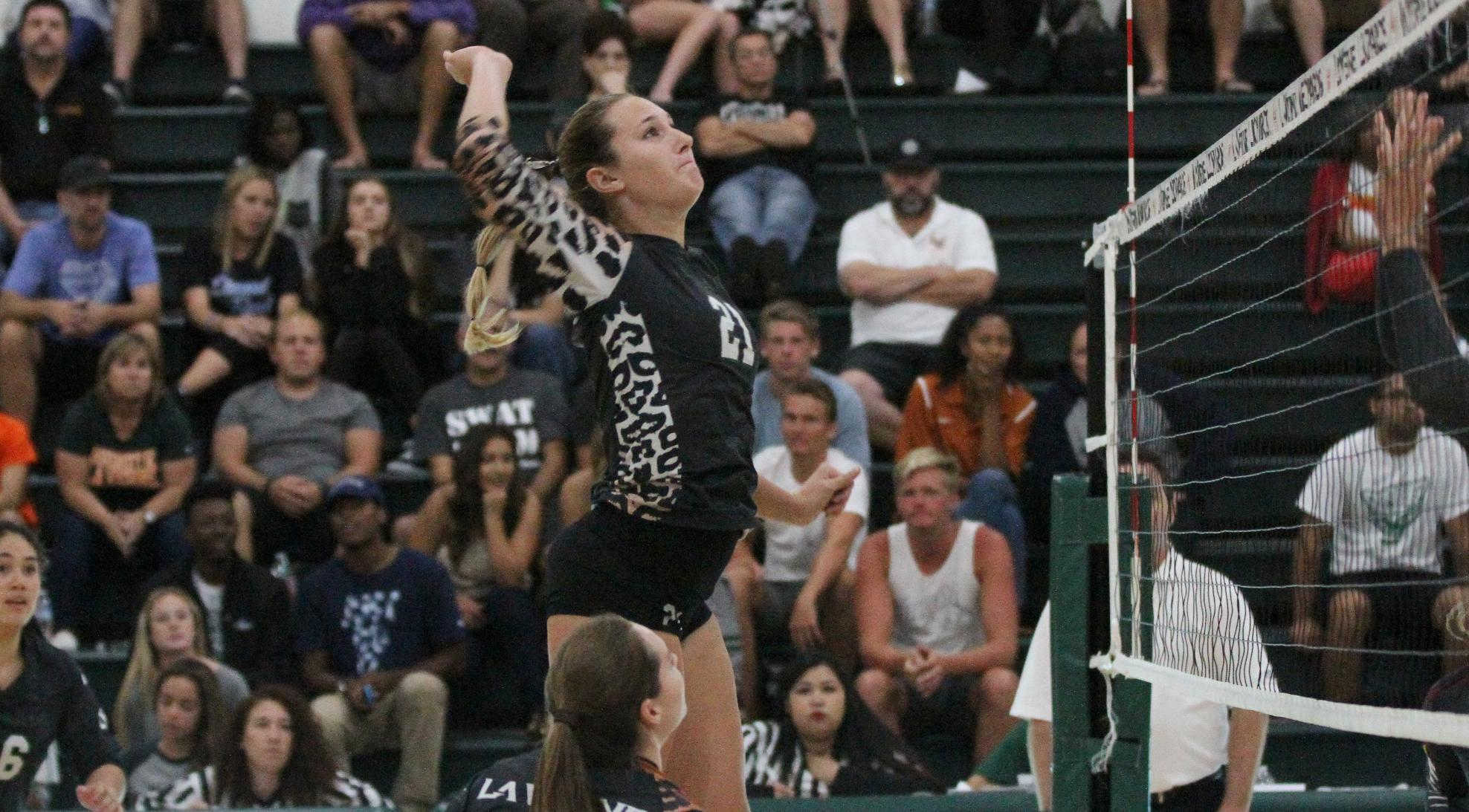 Volleyball drops to No. 2 Claremont-Mudd-Scripps, 3-0