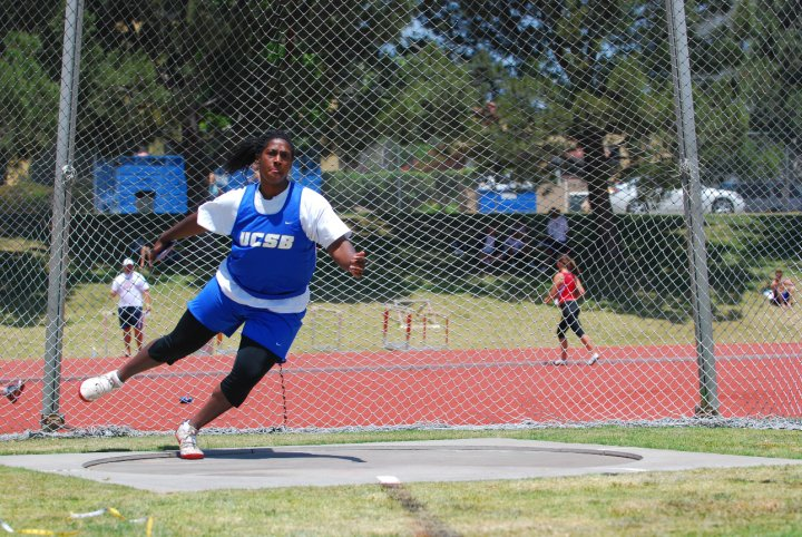 Kujore Wins Weight Throw On Day Two of UW Invite