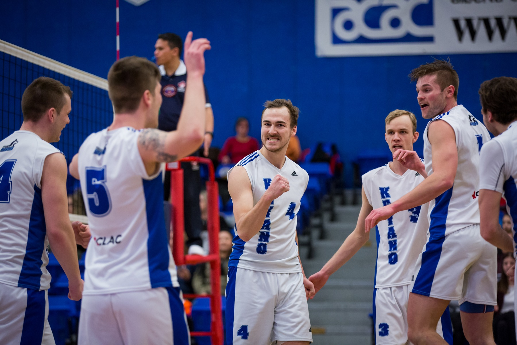 Huskies Defeat Clippers In Straight Sets