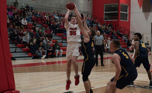 Men's Basketball Rallies Past Lakeland on the Road