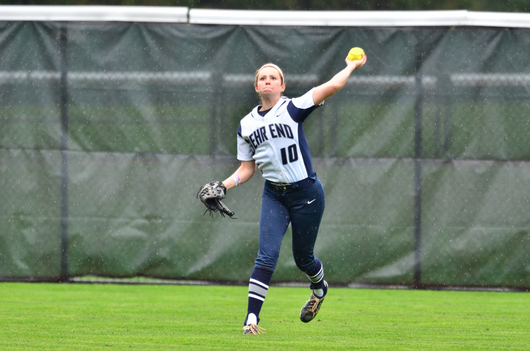 Softball Defeats William Paterson; Manhattanville Elminates Lions From NCAA Tournament