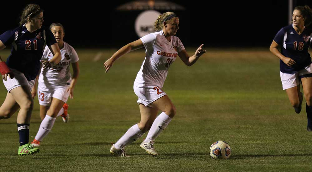 Women's soccer controls 8-1 win over MacMurray