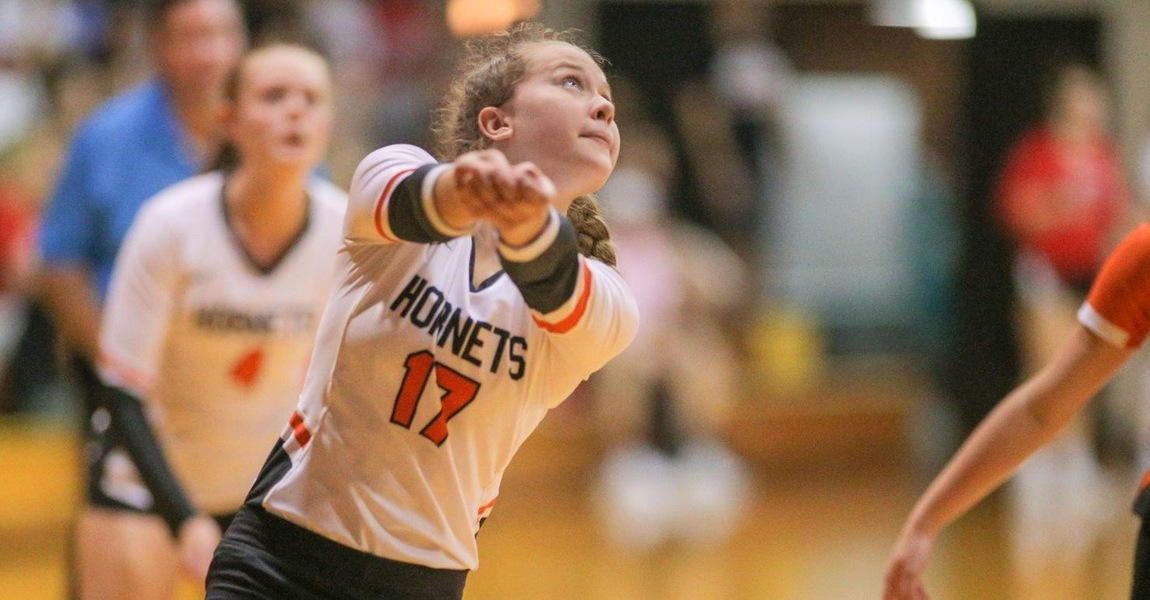 Maddie Wojcik playing volleyball.