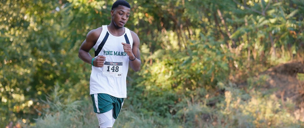 Men run in Gordon College Pop Crowell 8K Invitational
