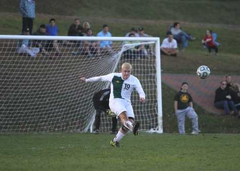 Lyndon men, women earn playoff berths