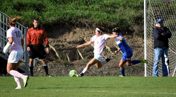 Women's Soccer Edged Out 2-1 By Blue Jays