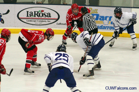 Men's Hockey season ends with loss at Marian