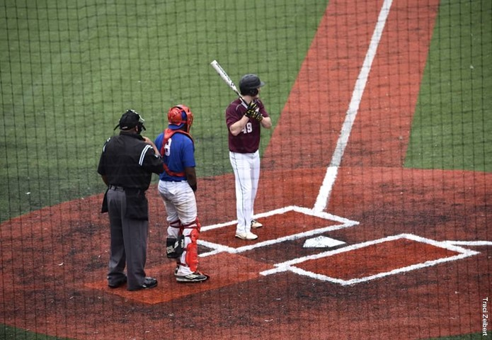 Loyola uses big inning to drop Eureka