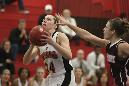 Women's Basketball stops losing streak with 63-51 win over McDaniel