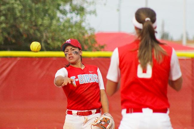 Softball Splits Two with Glendale, 4-1, 3-5