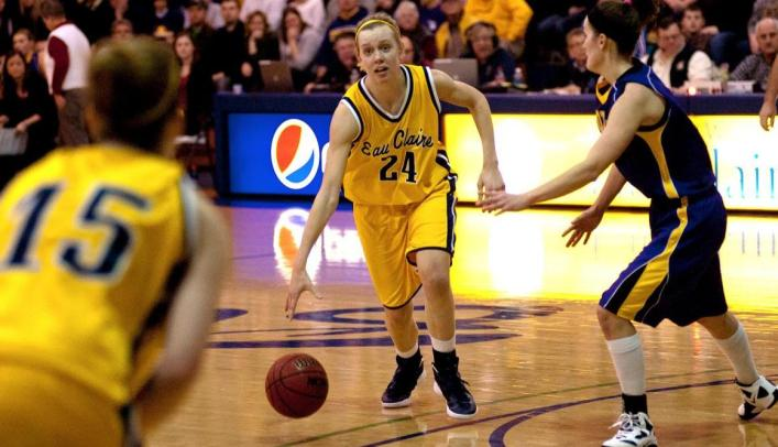 Sarah Bingea Named WIAC Women's Basketball Scholar-Athlete Award