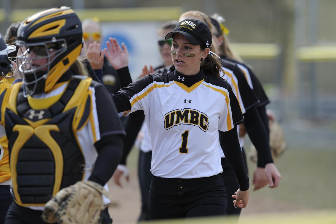 Big Bats Power UMBC Softball to Sweep of UMass Lowell