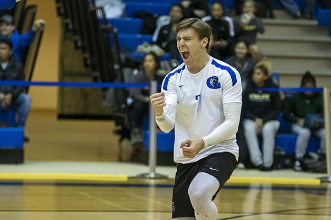MEN'S VOLLEYBALL KEEPS ROLLING WITH WIN OVER COLTS