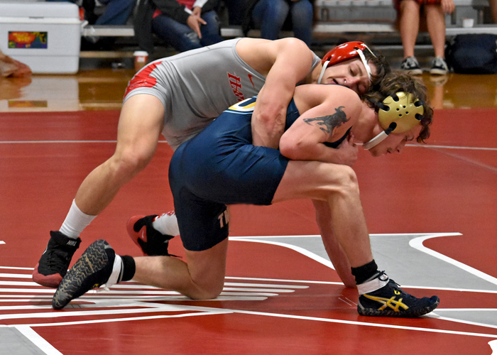 Hawks split in exhibition matches in Florida Duals