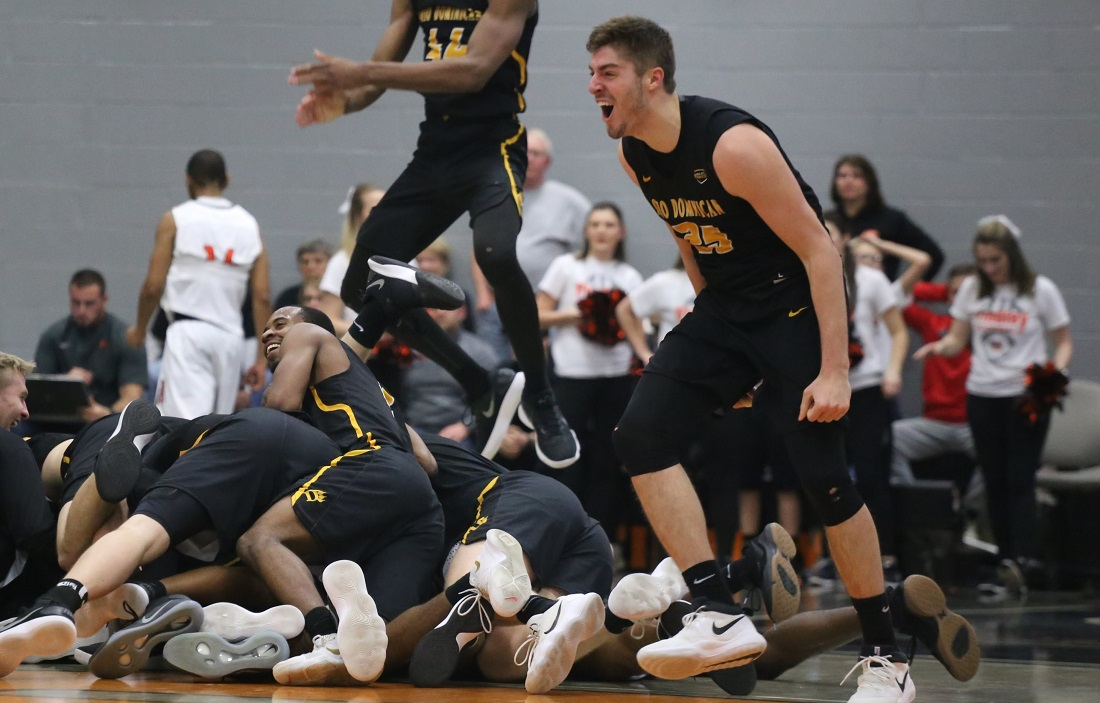 Madness In Croy: Men's Basketball Upsets No. 11 Findlay On Buzzer-Beater To Advance To G-MAC Championship