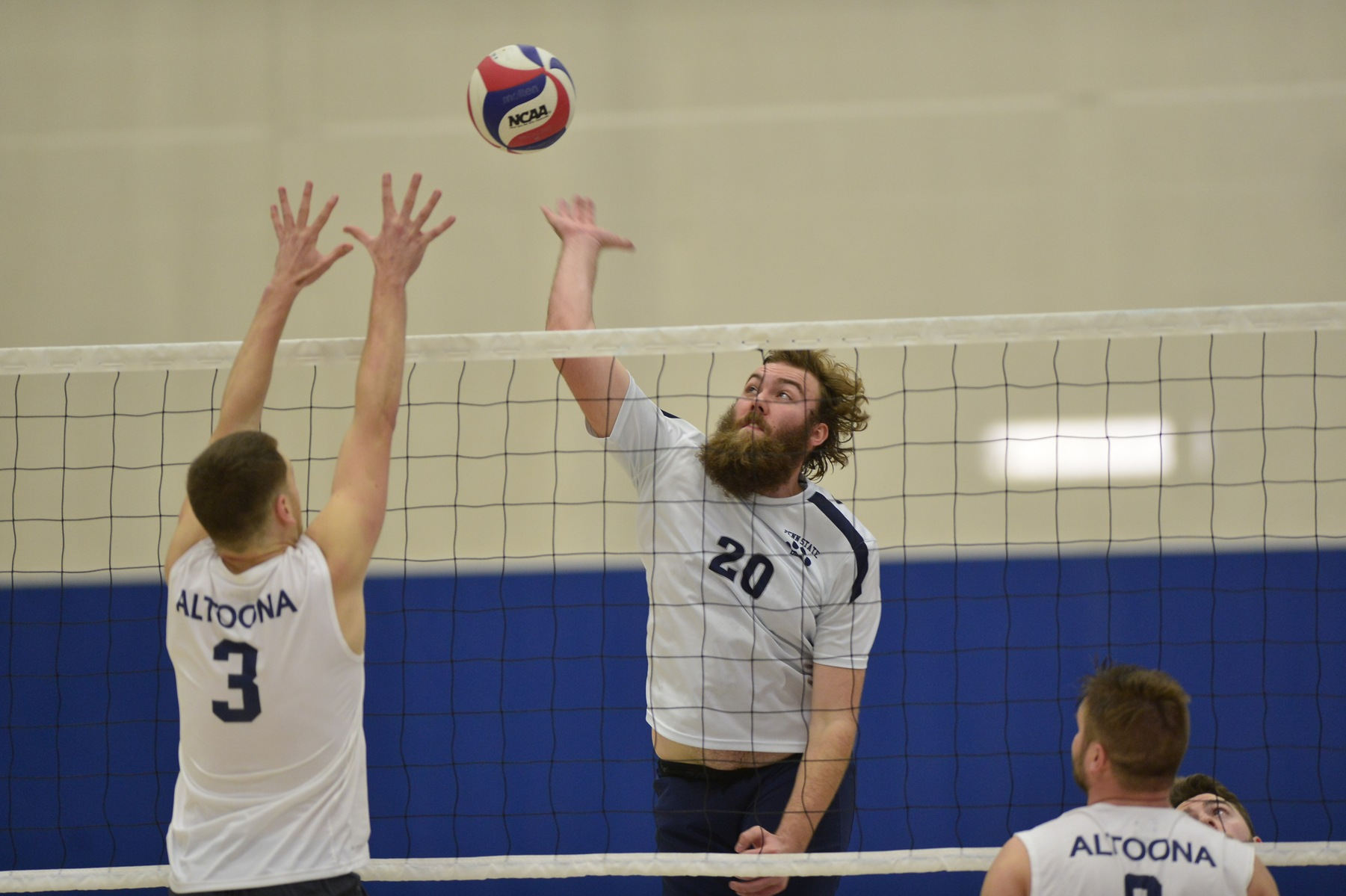 Medaille Edges Men's Volleyball in Five