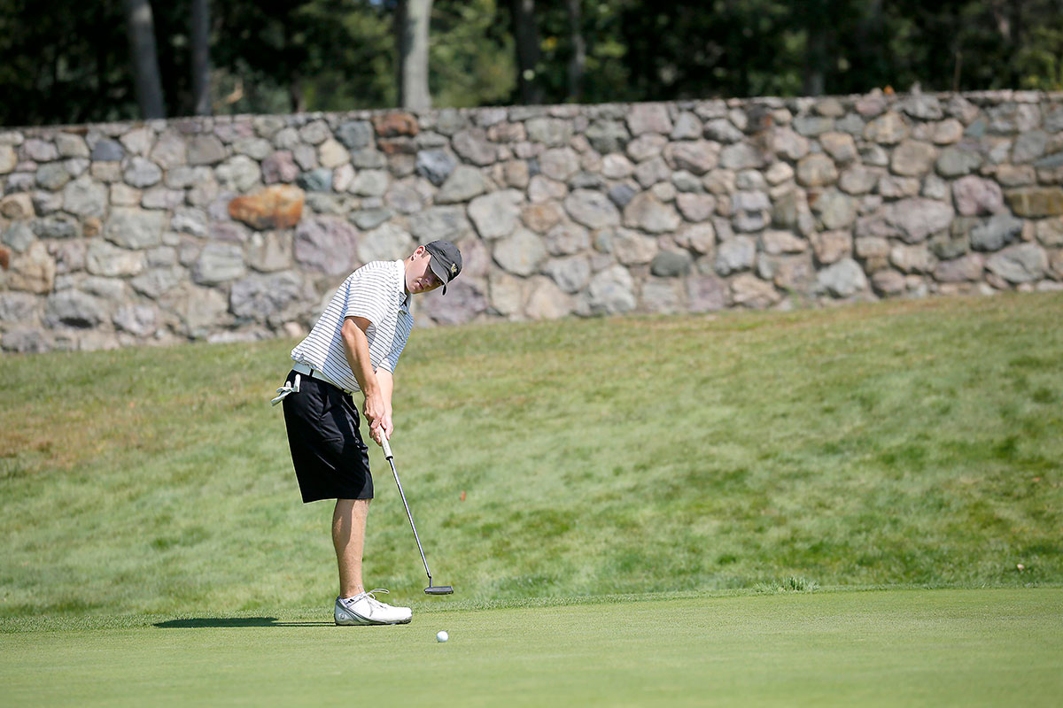 Golf Concludes Season at Rich Korzec Invitational