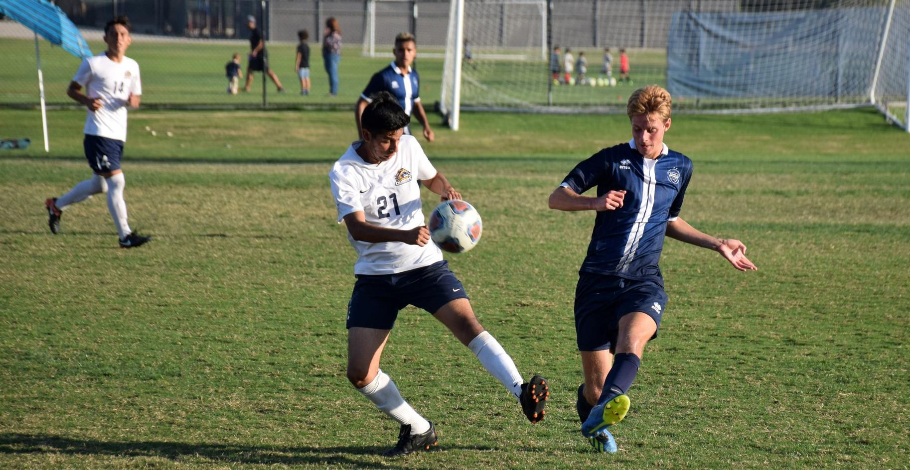 Men's soccer team battles, but falls in first round at Fullerton
