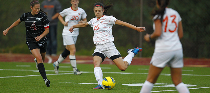 Women's Soccer Upsets #19 Linfield 2-1