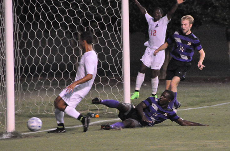 Men's Soccer: Panthers battle Tigers in home opener