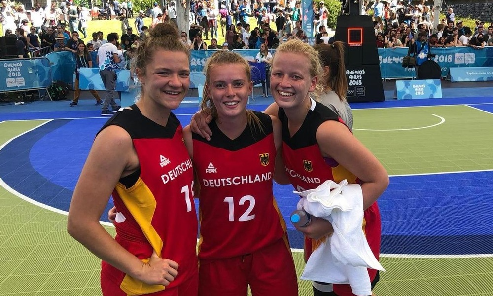 Emily (center) with teammates Helena Eckerle (left) and Emma Eichmeyer (right).