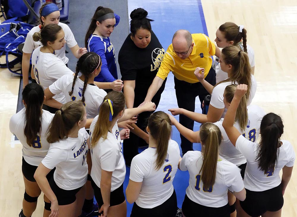 Women's Volleyball Wins Five-Set Thriller over Lasell
