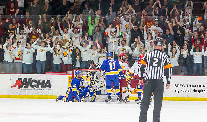 #7 Bulldogs Keep WCHA Regular-Season Title Run Alive With Victory