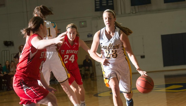 Balanced attack lifts Blugolds over Stout