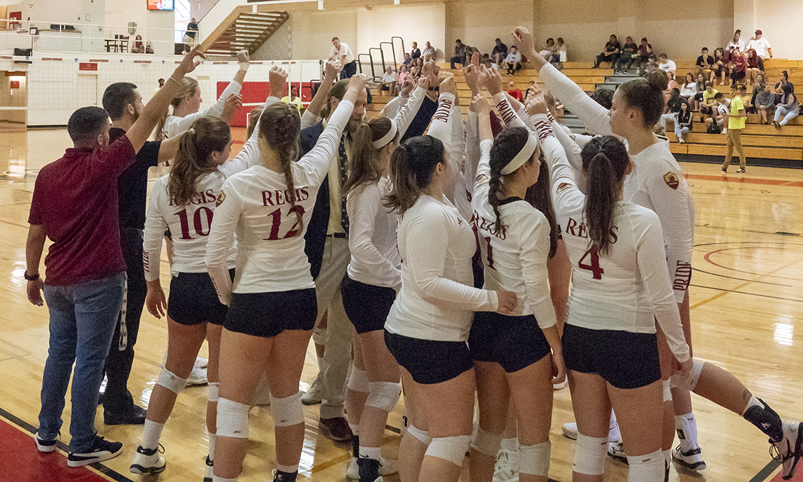 Women's Volleyball Drops Two in Saturday Tri-Match